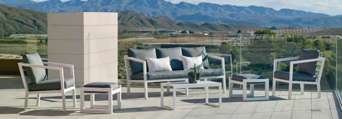 Acapulco 3 seater garden sofa Offer